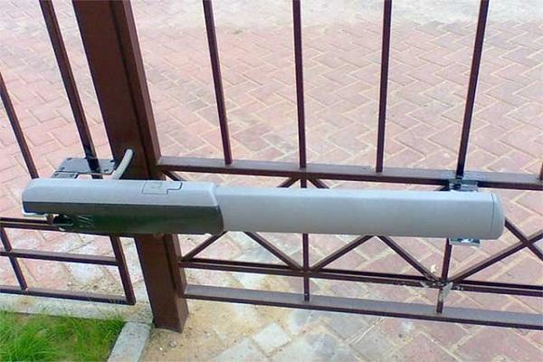 Электроприводы для распашных ворот своими руками
